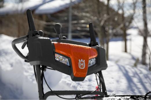 Снегоотбрасыватель Husqvarna ST 330 При покупке снегоуборщика масло в подарок!